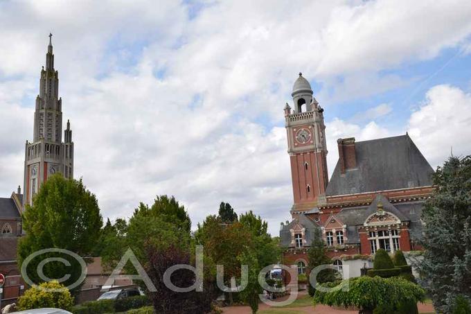 Photo de la semaine. Beffroi de l'Hôtel de Ville et clocher de l'église de Moreuil, CC du Grand Roye