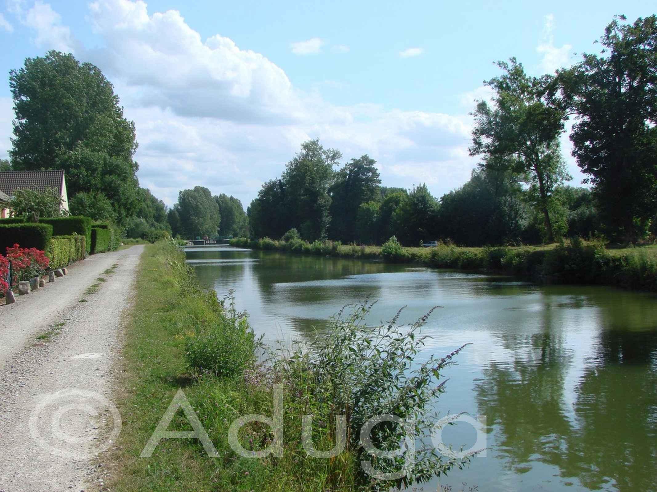 Photo de la semaine. Canal de la Somme à Daours, CC du Val de Somme